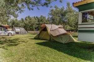 Tienda de campaña familiar camping parcela