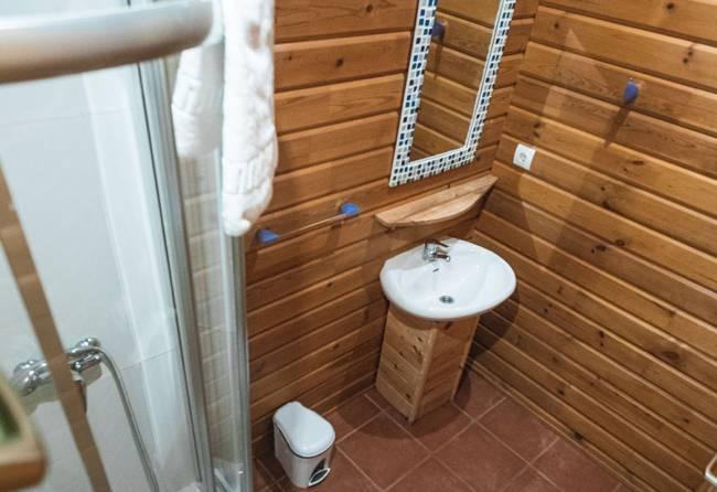 baño bungalow 2 habitaciones